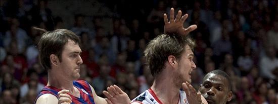 El Caja Laboral campeón de la Liga ACB tras derrotar al Barcelona (3-0)