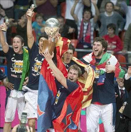 79-78. El Caja Laboral gana la Liga ACB tras doblegar contra pronóstico al Barcelona
