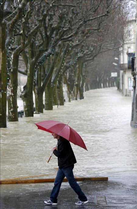 Diez muertos y varios desaparecidos en inundaciones en el sureste francés