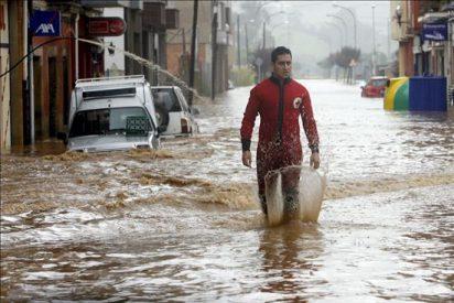 La situación mejora en el oriente asturiano, pero preocupa la crecida del Nalón