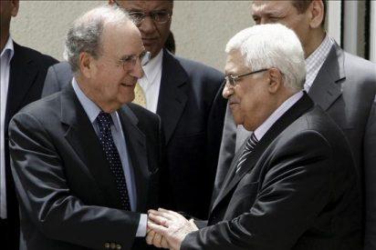 Primera reunión de Mitchell con israelíes y palestinos tras el asalto a la flotilla
