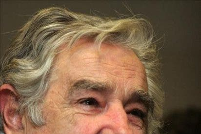 Mujica deja entrever que podría permitir el control interno de la papelera