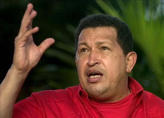 Chávez sugiere tomar propiedades de empresarios bancarios y televisivos prófugos