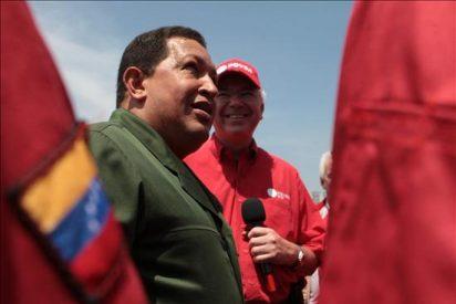 Chávez ataca a sus críticos y defiende su gestión económica en una entrevista en la prensa británica
