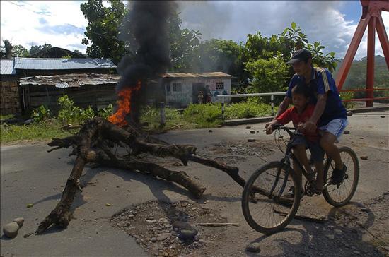 Un paro en el sur de Perú inicia con intentos de bloquear vías y cierre de escuelas