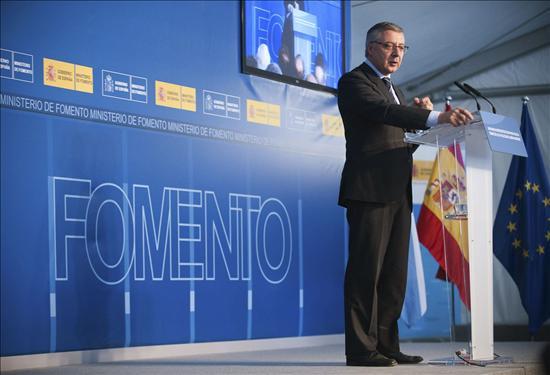 """Blanco considera una """"irresponsabilidad"""" que Rajoy se oponga al impuesto a la banca"""