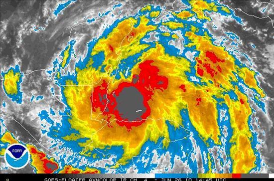 """La tormenta """"Alex"""" cobra intensidad mientras se aproxima a Belice y Yucatán"""