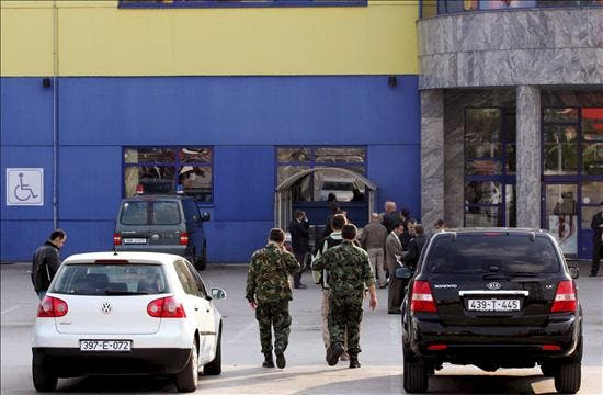 Un policía muerto y seis heridos por la explosión de una bomba en Bosnia