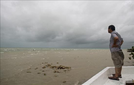 """""""Alerta roja"""" en el estado de Campeche ante el avance de la tormenta """"Alex"""""""