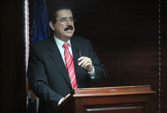 """""""De nada me arrepiento"""", dice Zelaya un año después del golpe que lo derrocó"""