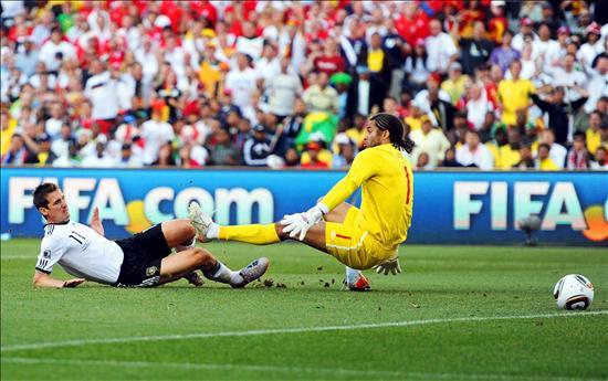4-1. Alemania aplasta a Inglaterra en un partido de locos y fantasmas