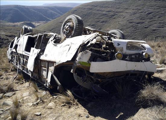 Suben a 28 los muertos y a 44 los heridos en un accidente de autobús en Bolivia