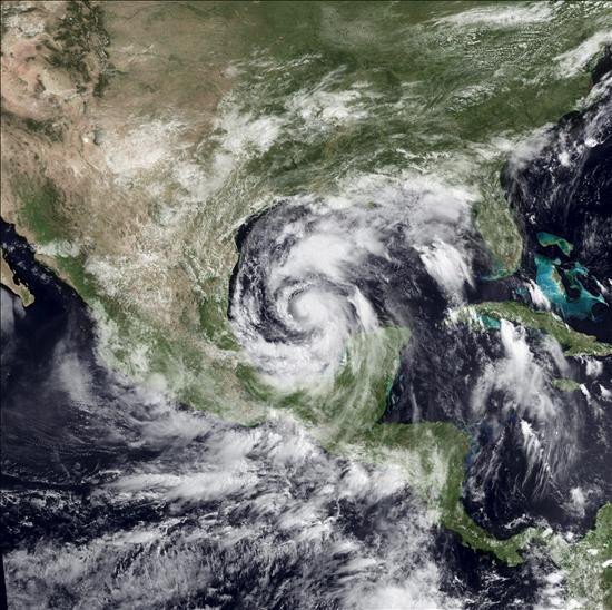 """El huracán """"Alex"""" se intensifica mientras se aproxima a la costa noreste de México"""