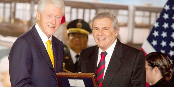 Bill Clinton apoya en Lima el retorno de Honduras a la OEA