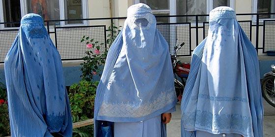 """Barcelona prohibirá el """"burka"""" en edificios municipales"""