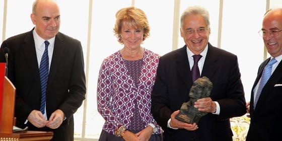 Dinstinguen con el Premio Gumersindo de Azcárate a Fernando Henrique Cardoso