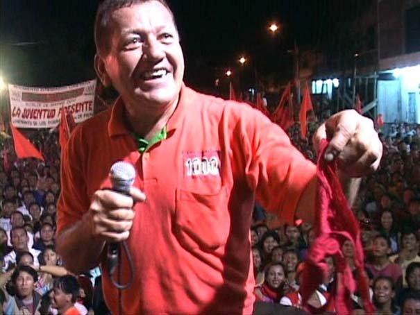 Candidato a alcalde en amazonía peruana pide bragas a sus seguidoras a cambio de besos y regalos