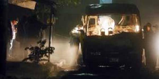 Delincuentes incendian un autobús repleto de pasajeros en El Salvador