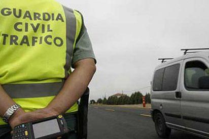 Guardias civiles se concentran contra la bajada de sueldos