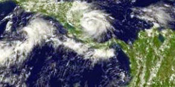 """México en alerta roja por tormenta tropical """"Alex"""""""