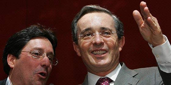 Alvaro Uribe estudia posibilidad de postular a la alcaldía de Bogotá