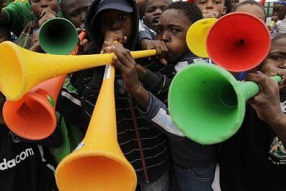 Mujer sudafricana rompe su garganta al soplar una vuvuzela en un concurso