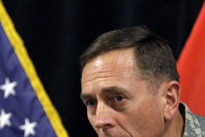 """Petraeus toma posesión del cargo en un """"momento crítico"""" de la guerra"""