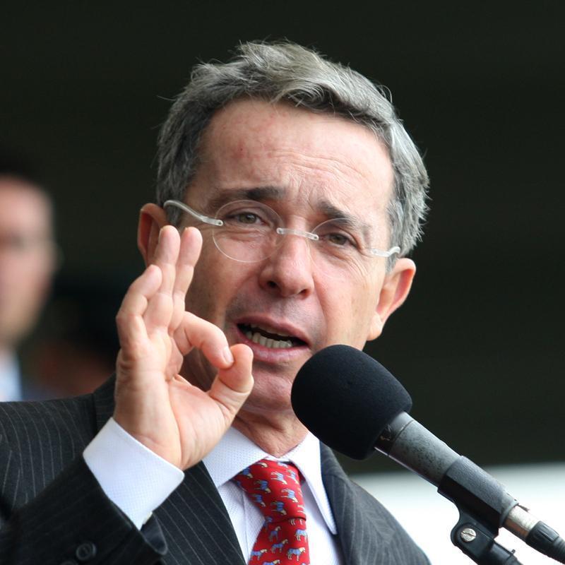 """Uribe quiere ser """"cooperante de la Fuerza Pública"""" cuando termine su presidencia"""