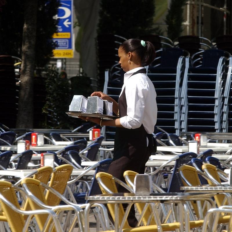 Los inmigrantes mantienen el envío de remesas a sus países de origen