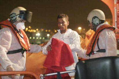 Rescatados diez varones adultos magrebíes que viajaban en una patera a cinco millas de Cabo de Gata (Almería)