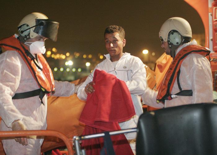 Llega una patera a Teguise (Lanzarote) y seis de sus integrantes se fugan aunque ya han sido arrestados dos de ellos