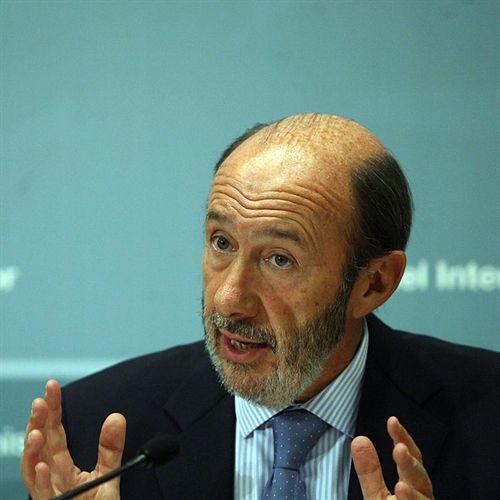 Rubalcaba apuesta por la austeridad, las reformas y la cohesión social