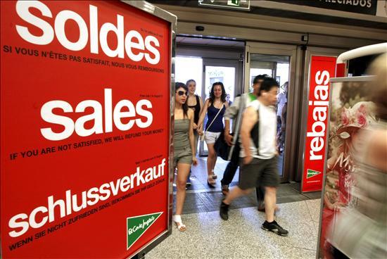 Los consumidores advierten de irregularidades en unas rebajas marcadas por el IVA