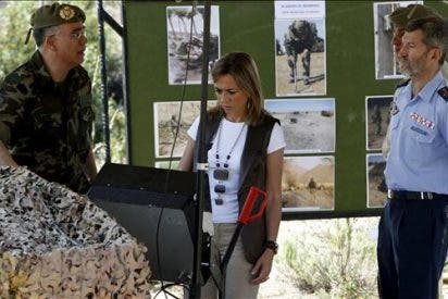 La ministra de Defensa recalca que los artefactos improvisados son la mayor amenaza en Afganistán