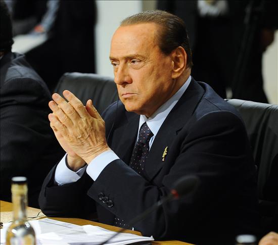 Berlusconi participó en una cena privada con seis mujeres en Brasil