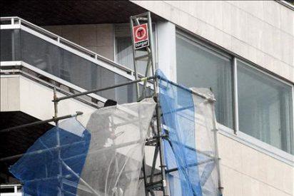 Fontanero cae desde un octavo piso y sólo se rompe un brazo
