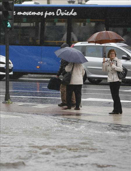 Las lluvias y las tormentas mantienen en alerta amarilla a seis comunidades