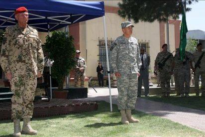 """Petraeus toma el mando de las tropas en Afganistán en un """"momento crítico"""""""
