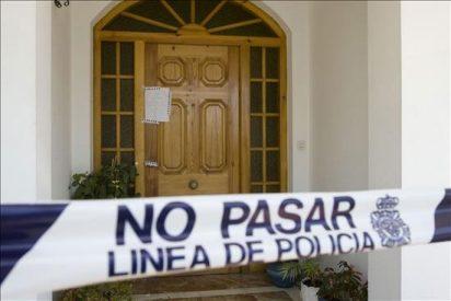La mujer muerta en Cádiz tenía un cuchillo en la mano y estaba encerrada