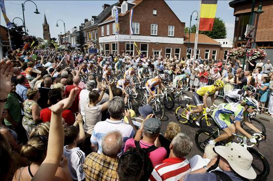 Pettachi gana la primera etapa y Cancellara sigue líder