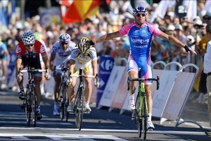 Petacchi gana la primera etapa, Contador afectado, Cancellara sigue líder