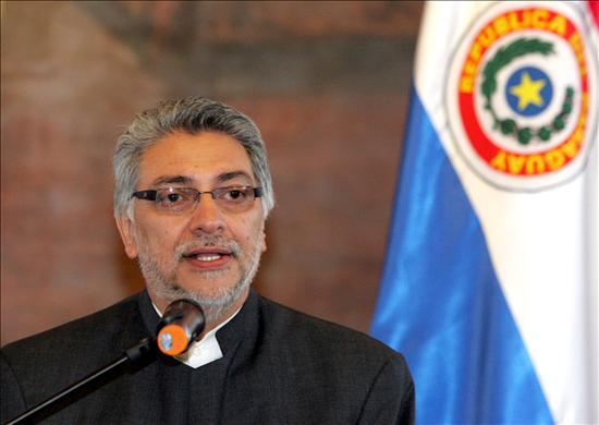 Lugo aterriza en Lima para iniciar mañana una jornada de visita oficial