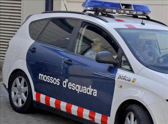 Los Mossos detienen a 16 personas al desarticular dos puntos de distribución de droga