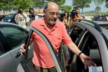 Millet guarda silencio en el Parlament y asiste resignado a las intervenciones de los grupos