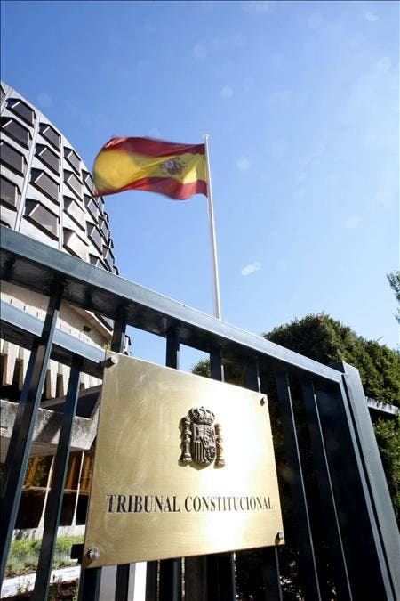 El Constitucional mantiene suspendidas las potestades de Galicia para autorizar fusiones