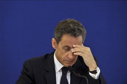 El presidente francés se ve obligado a responder de la acusación de que recibió dinero en su campaña