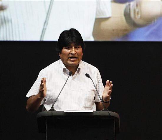 Morales promulga la Ley del Tribunal Constitucional