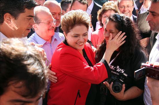 Rousseff inicia su campaña e insta a los brasileños a defender el legado de Lula