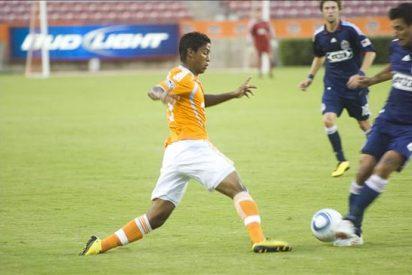 1-3. Braun, con dos goles, puso a Chivas USA en las semifinales