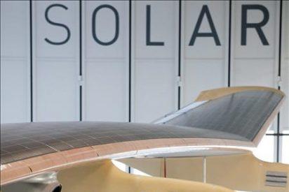El avión propulsado por energía solar intenta su primer vuelo de noche